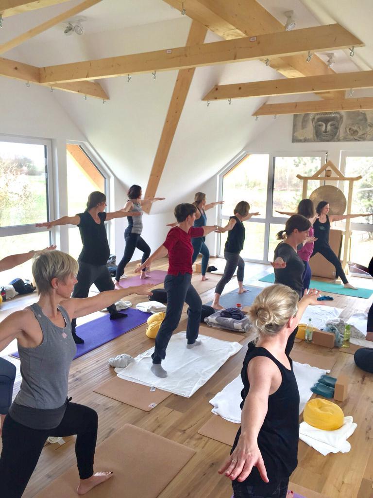 Yogagruppe im Yogaraum von Jordan's Untermühle